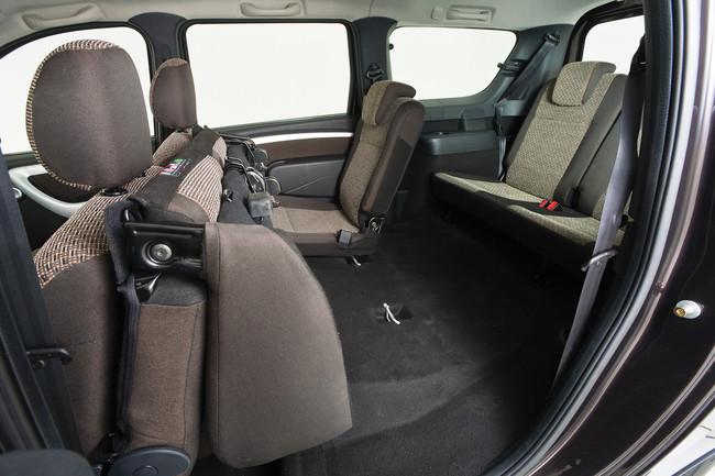 В Lada Largus 3 ряда сидений, 7 мест