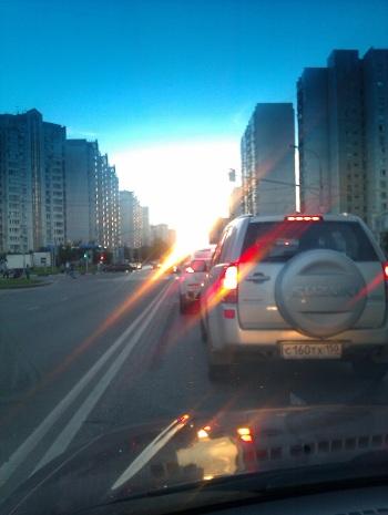 Летний закат в московской пробке