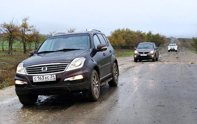 Rexton, как и положено «флагману», возглавляет колонну автомобилей SsangYong