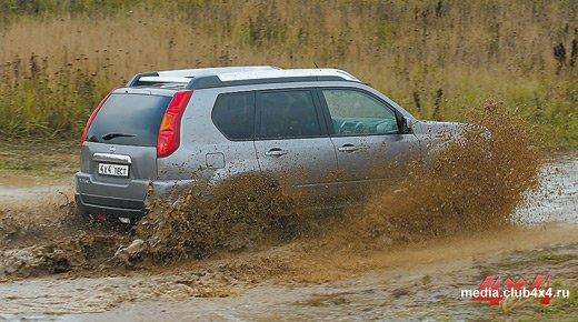 X-Trail продвигают чуть ли не как SUV, хотя его место в ряду кроссоверов