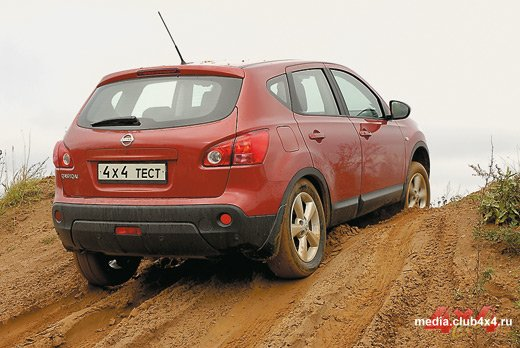 Nissan Qashqai может преодолевать препятствия средней сложности