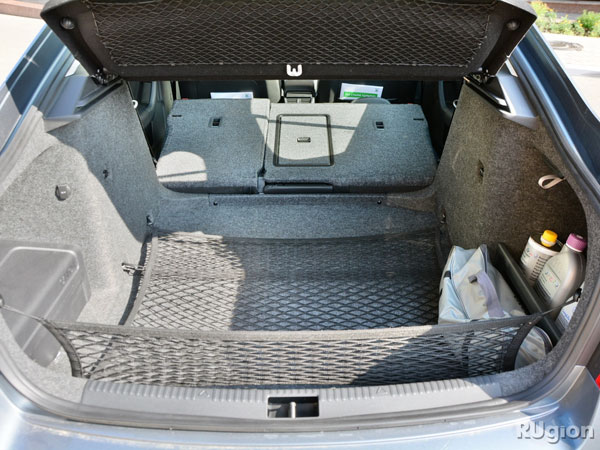 Багажник в лифтбеке Octavia имеет объем 568 литров