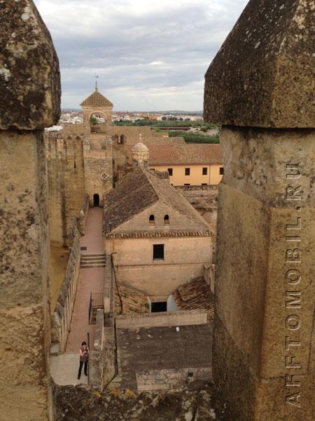 Кордоба - красивый город с крепостью в центре