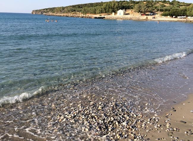 Песчаные пляжи на Кипре часто являются не совсем песчаными.