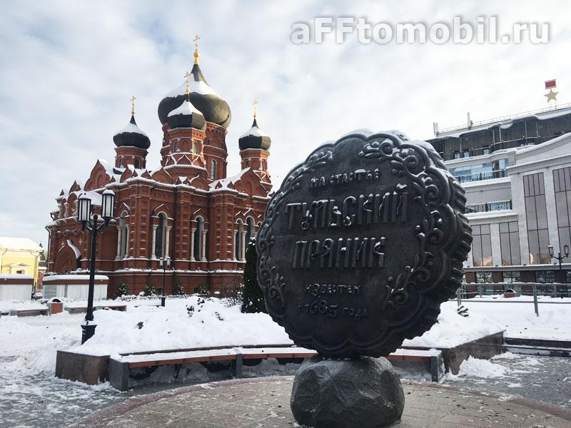 Памятник прянику в Туле на главной площади около кремля