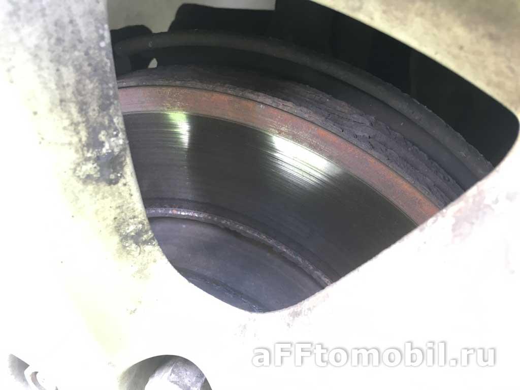 Ржавая полоса на тормозном диске по внешнему радиусу. В чем проблема?